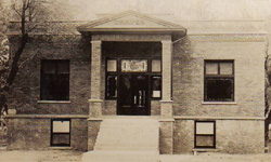 Graves Public Library in 1915.