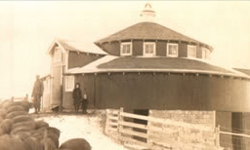 An early photograph of the barn.